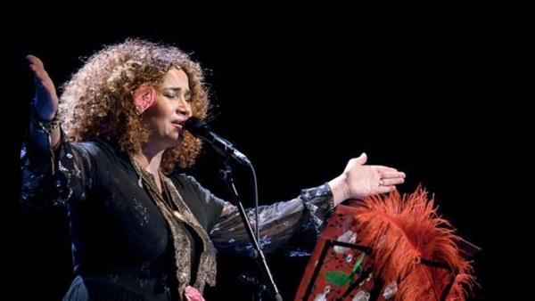 التونسية غاليه بن علي تغني في رام الله وتهدى الاسرى احدى اغنيها