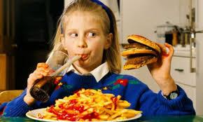 دراسة طبية تثبت ان تناول التلاميذ للوجبات السريعة يخفض استيعابهم لدروسهم