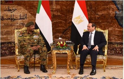 رئيس المجلس العسكري السوداني يتعهد للسيسي بطرد اي عنصر مناوئ لمصر