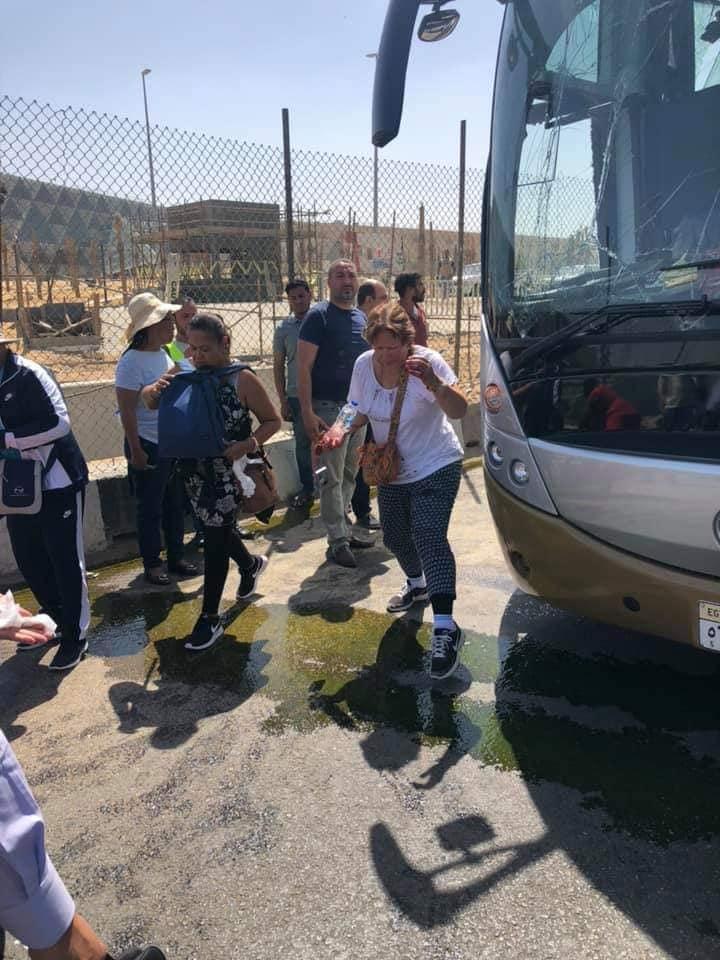 16 إصابة في تفجير ارهابي بالقاهرة استهدف حافلة تقل سياحا من دولة جنوب افريقيا/ فيديو
