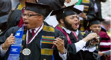 اسوة حسنة.. ملياردير أمريكي اسود يفاجئ طلاباً بتسديد ديونهم الجامعية