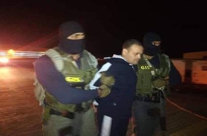 قوات حفتر تسلم الإرهابي الاخواني هشام عشماوي للمخابرات المصرية/ فيديو
