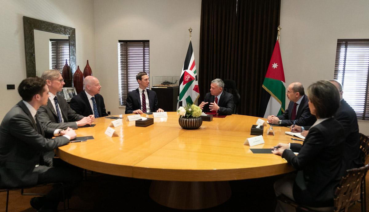 الملك يستقبل كوشنير ويؤكد على حل الدولتين الذي يضمن اقامة دولة فلسطينية