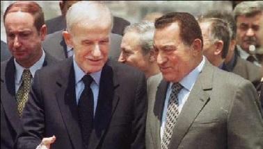 حسني مبارك يشيد دون قصد بقومية حافظ الاسد الذي رفض مقايضة الجولان بالتخلي عن فلسطين