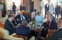 مستشار ملك البحرين يستضيف عشرات الصحافيين الإسرائيليين على وجبة عشاء