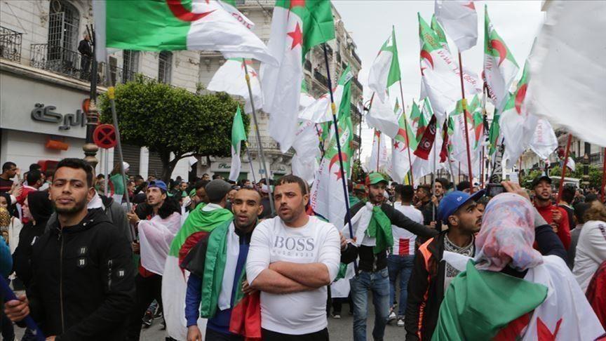 الجمعة الـ16 للحراك.. الجزائريون يكررون المطالبة باسقاط رموز نظام بوتفليقة