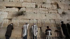 لجنة إسرائيلية تقر اقامة قطار هوائي لنقل اليهود الى حائط البراق