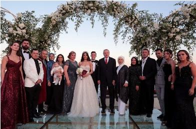 صور أردوغان بحفل زفاف أوزيل نجم الكرة الالماني/ التركي تثير جدلاً في ألمانيا/فيديو