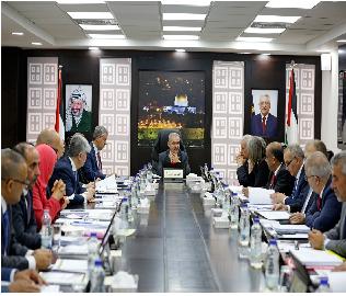 وفقاً لوثائق مسربة.. وزراء عباس يتجاهلون الضائقة المالية الخانقة لابناء الضفة ويضاعفون رواتبهم سراً بغير وازع من ضمير