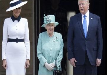 ميلانيا ترامب تجامل ملكة بريطانيا بارتداء فستان يمثل معالم لندن/ فيديو