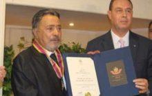 سفير فلسطين بالقاهرة يُقلّد يوسف شعبان وسام النجمة الكبرى