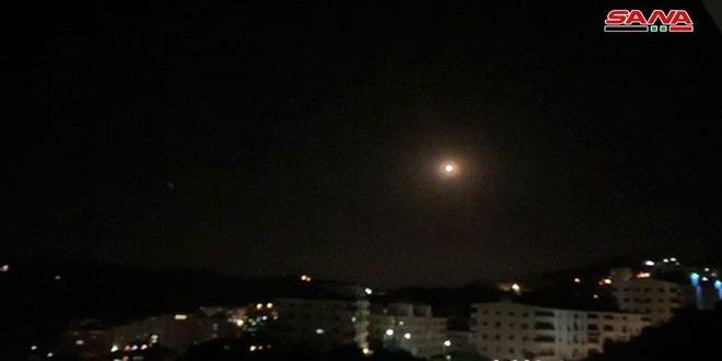 الدفاعات الجوية السورية تتصدى عند منتصف الليل لصواريخ إسرائيلية آثمة ادت لاستسهاد أربعة مدنيين بينهم طفل/ فيديو