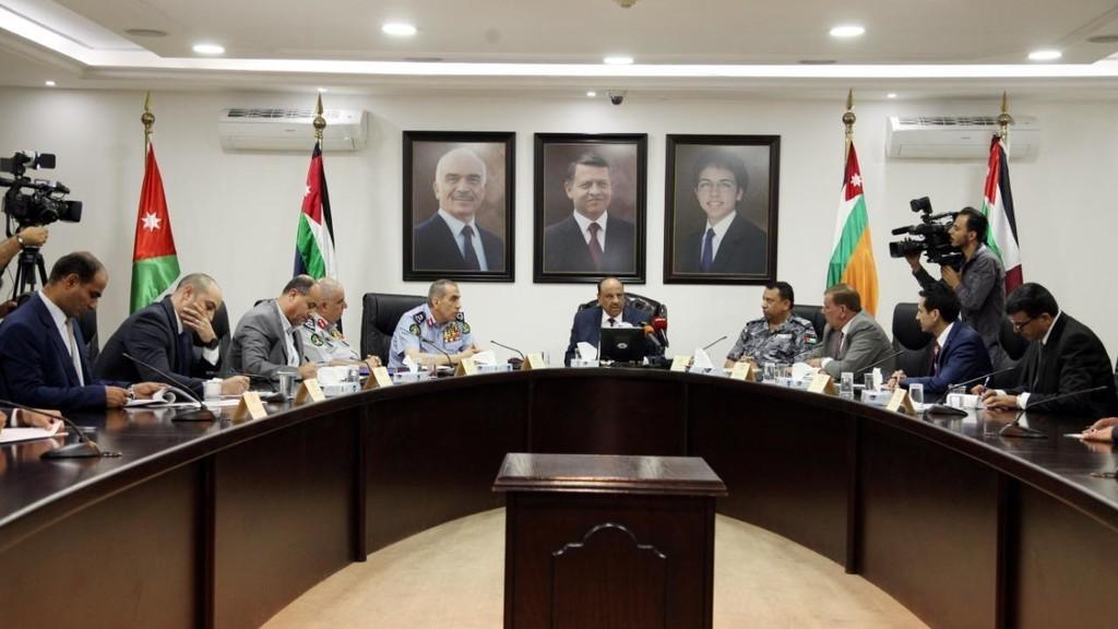 وزير الداخلية مطمئنا المواطنين: لا احد فوق القانون ولا مناطق اردنية عصية على الامن