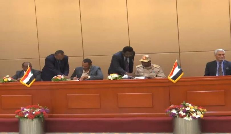 فرح السودان .. التوقيع النهائي على الوثيقة الدستورية بين المجلس العسكري وقوى المعارضة
