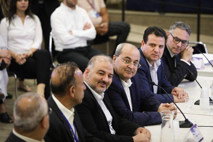 احمد الطيبي: انتهى عهد نتنياهو وسقطت صفقة القرن وهذه صفعة من عرب الداخل لنتنياهو وللرئيس ترامب
