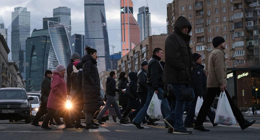 تجربة ثورية قد يقتدي بها العالم.. روسيا تستعد لتقليص مدة العمل الأسبوعية إلى 4 أيام
