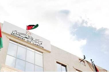 توقيع 186 عقد عمل لدى قطر و 35 لدى الامارات
