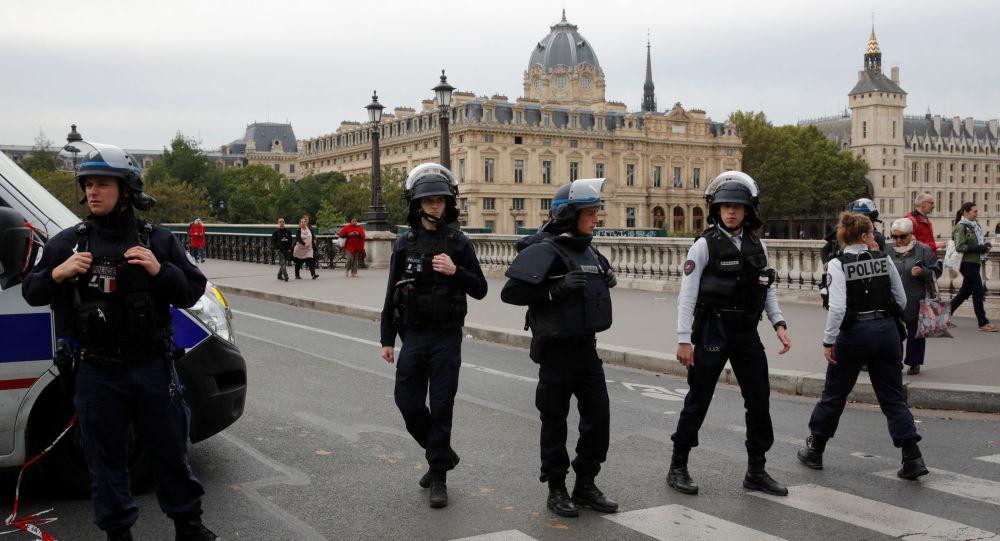 فرنسا تقول إنها أحبطت هجوما ارهابيا على غرار 11 سبتمبر