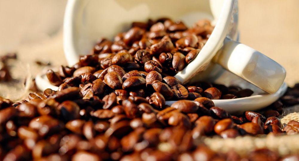 القهوة محبوبة الملايين.. هل هي عدو في ثياب صديق؟؟