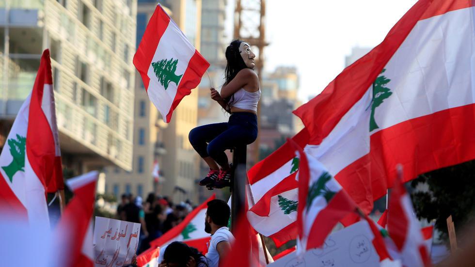 لبنان ينزلق صوب المزيد من الفوضى ولا مؤشرات على قرب تشكيل حكومة جديدة