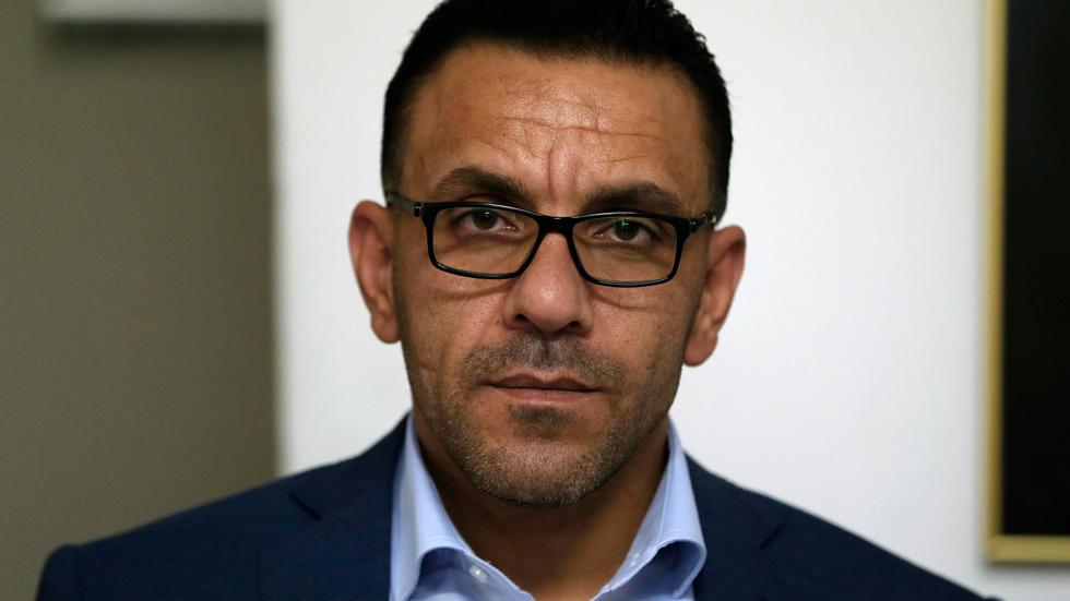 سلطات الاحتلال تعتقل محافظ القدس من منزله صباح اليوم