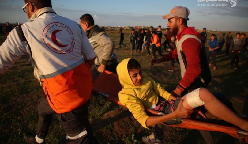 69 إصابة فلسطينية بينها حرجة برصاص إسرائيلي خلال مسيرة