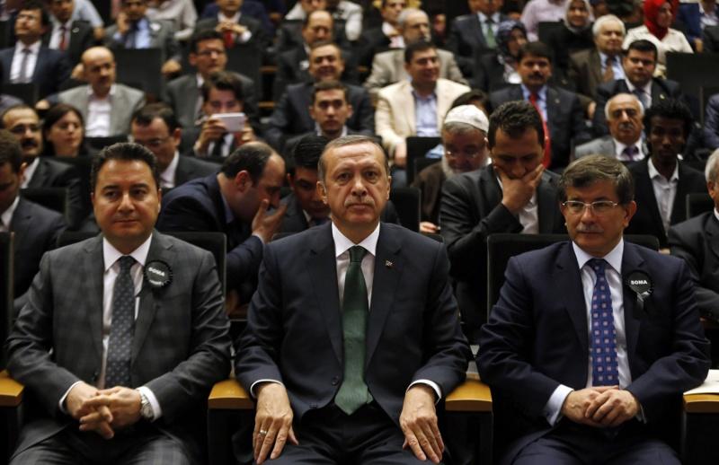 لتشويه حزبهما المنتظر.. أردوغان يتهم رفيقيه السابقين اوغلو وباباجان بالفساد