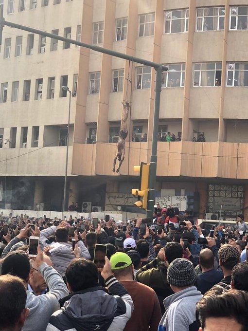 منتهى الفظاعة.. تنديد واسع بجريمة قتل وسحل مروعة في تظاهرات بغداد اليوم/ فيديو