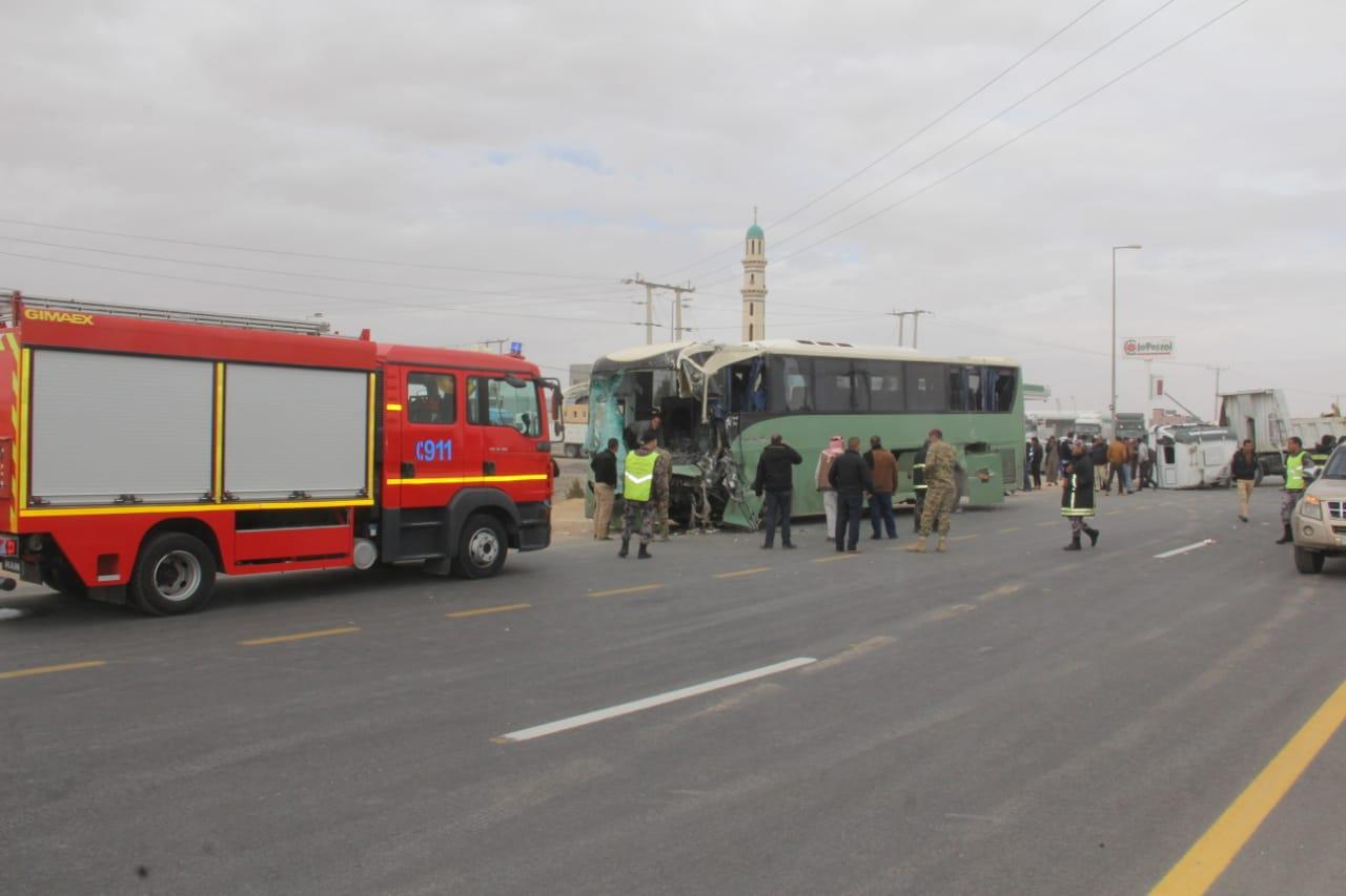 68 إصابة بحادث تصادم مروع على الطريق الصحراوي