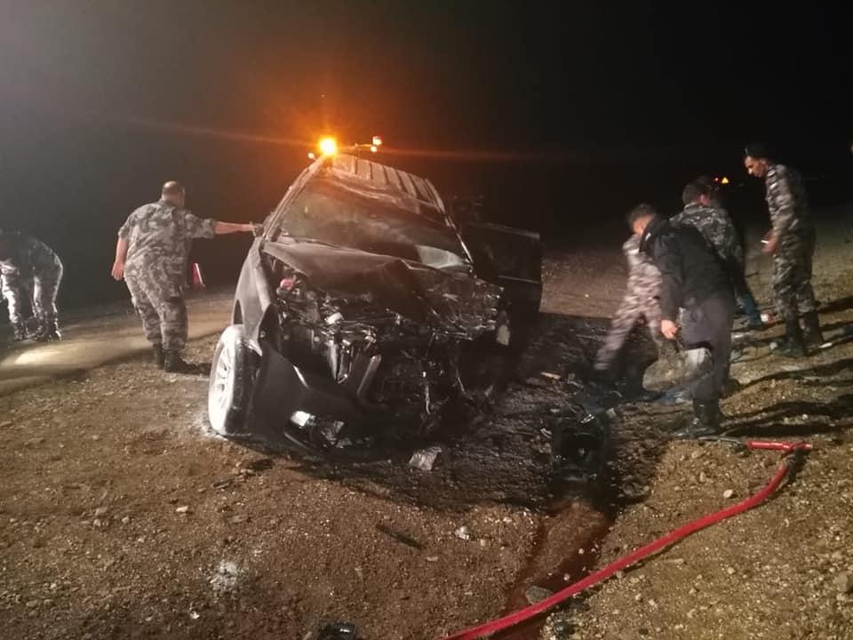 3 وفيات بحادث تصادم بين مركبتين على الطريق الصحراوي