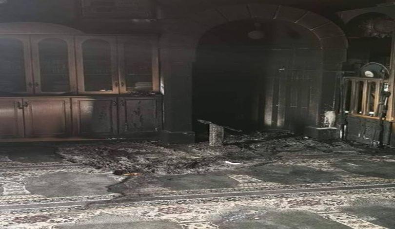 متطرفون يهود يحرقون مسجدًا في القدس وقوات الاحتلال تعتقل 14 فلسطينيًا بينهم سيدة مقدسية