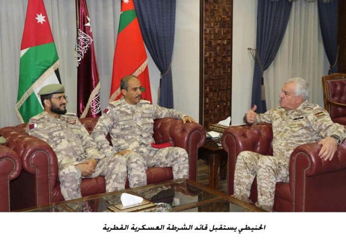 رئيس الاركان يبحث مع وفد عسكري قطري تعزيز التعاون الثنائي