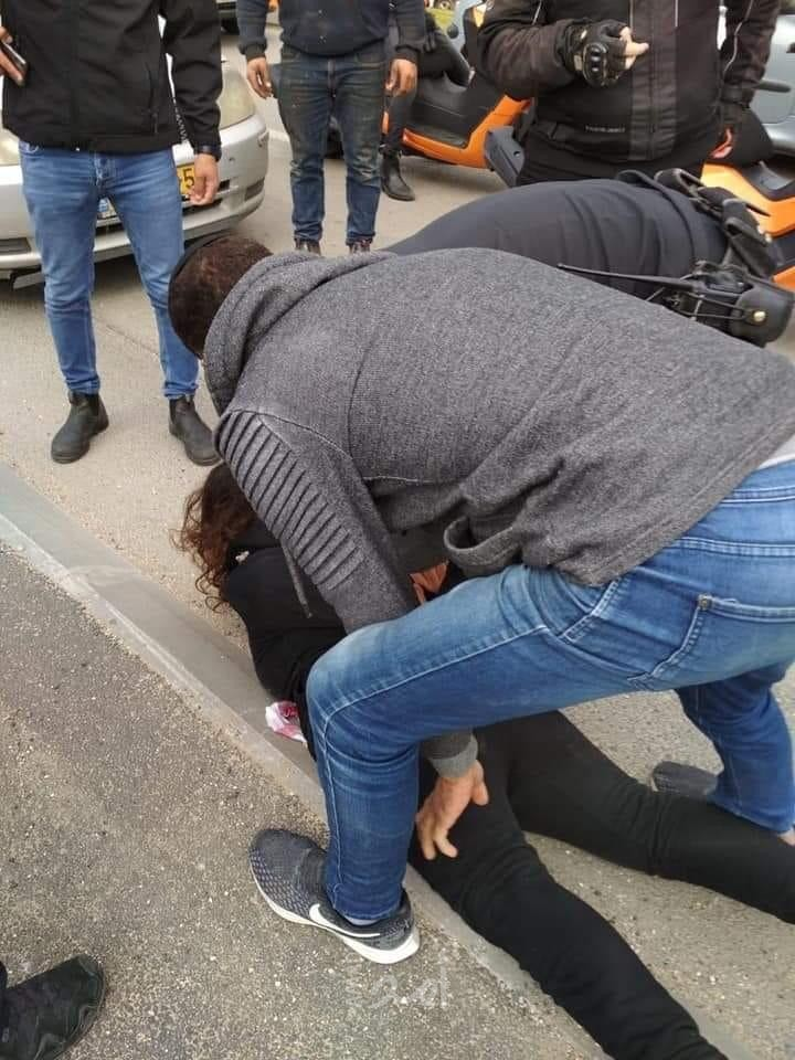 عاجل.. اعتقال فتاة فلسطينية حاولت اليوم الجمعة طعن جندي من جيش الاحتلال في القدس/ فيديو