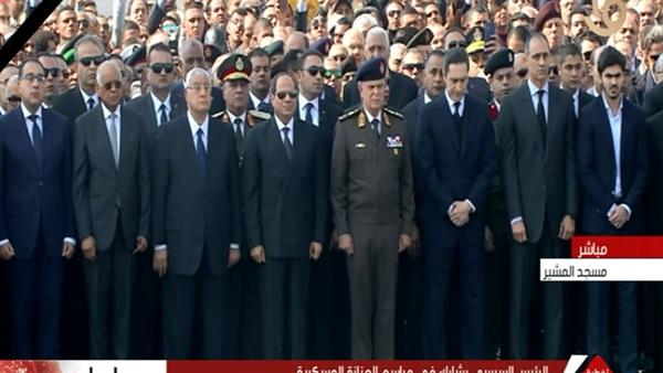 السيسي يخذل ثورة 25 يناير التي اوصلته للحكم ويتقدم جنازة عسكرية للرئيس المخلوع حسني مبارك