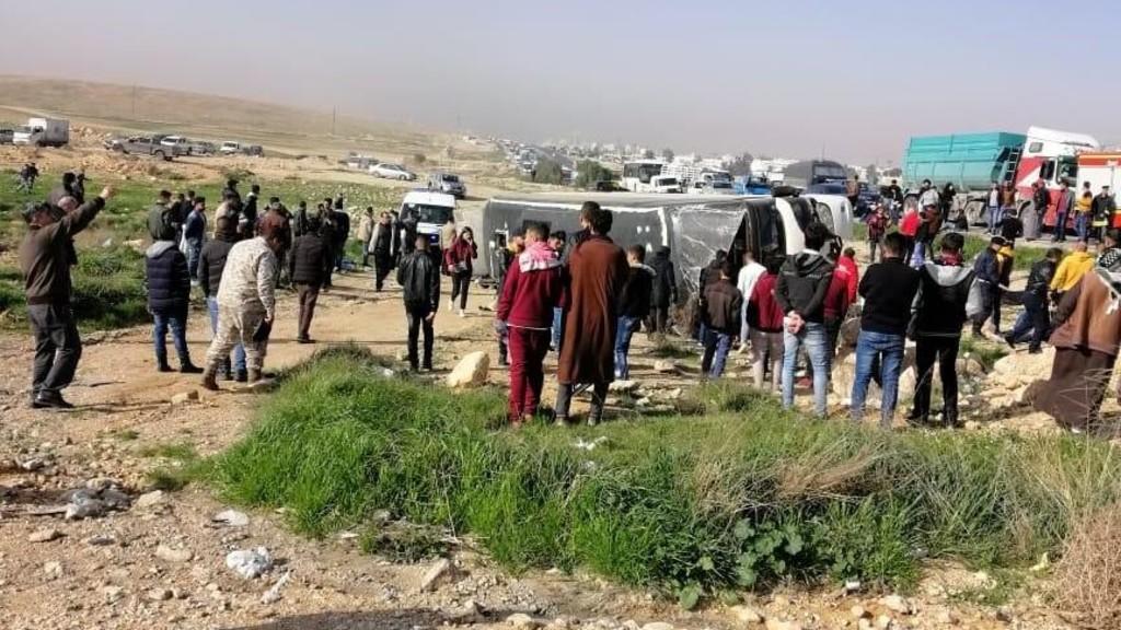 وفاة سيدة و37 إصابة في تدهور حافلة تقل طلبة بمنطقة الزرقاء
