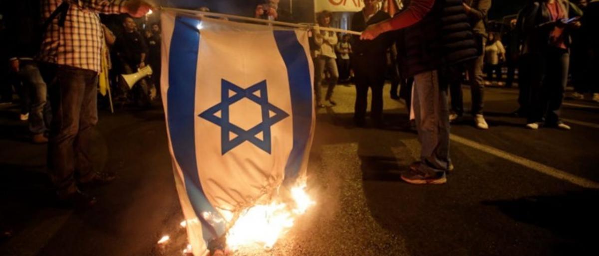 يحدث في البحرين.. الحكم بالسجن 3 سنوات لمواطن حرق العلم الإسرائيلي