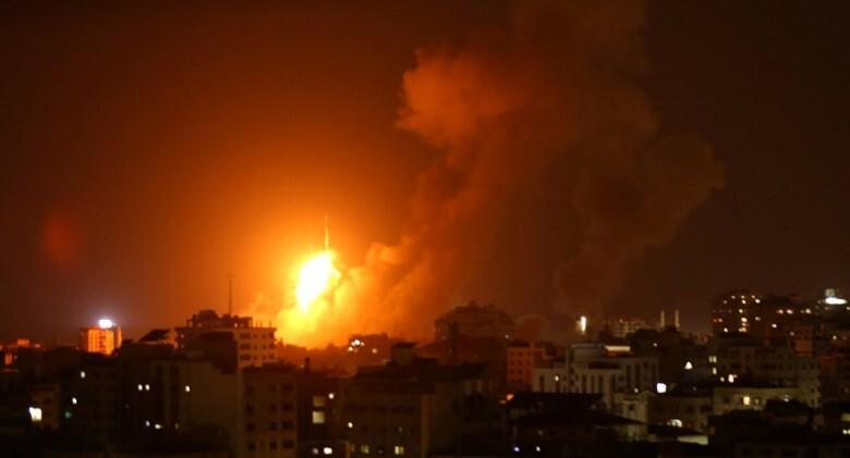 غارات إسرائيلية على غزة فجر اليوم بحجة الرد على إطلاق صاروخين باتجاه مستوطنات الغلاف  .