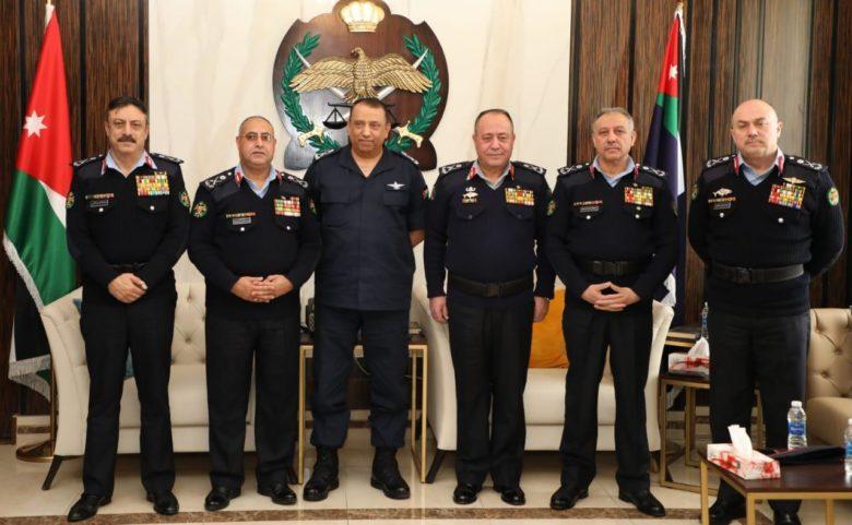 مدير الأمن العام يكرم عددا من الضباط المتقاعدين برتبة لواء