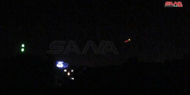 الدفاعات الجوية السورية تتصدى لصواريخ العدو في سماء حمص/ فيديو