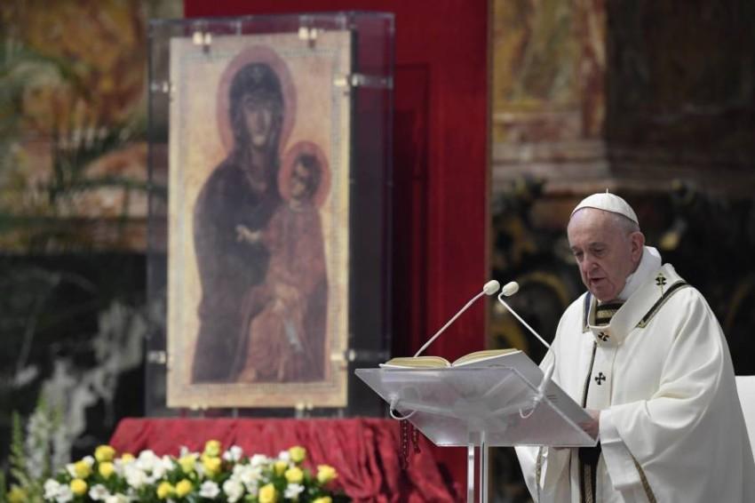 البابا يدعو لوقف إطلاق النار في النزاعات العالمية وإلغاء الديون وتخفيف العقوبات الدولية في ظل وباء كورونا