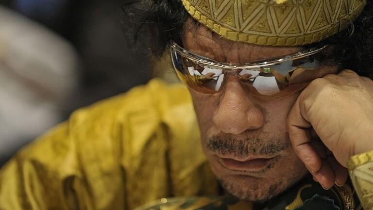 بعدما تنكّر له الكثيرون.. فنانة تونسية كانت مُقربّة من القذافي تنصفه وتشيد باخلاقه وتقواه/ فيديو