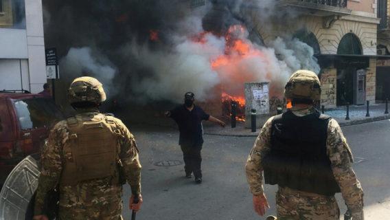 اصابة 81 عسكريا خلال تجدد الاحتجاجات أمس الثلاثاء في لبنان