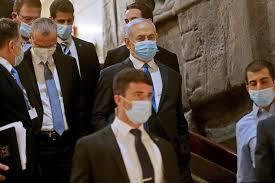 نتنياهو في قفص الاتهام.. انطلاق محاكمته اليوم الاحد بتهم الفساد وخيانة الثقة وتلقي الرشوة