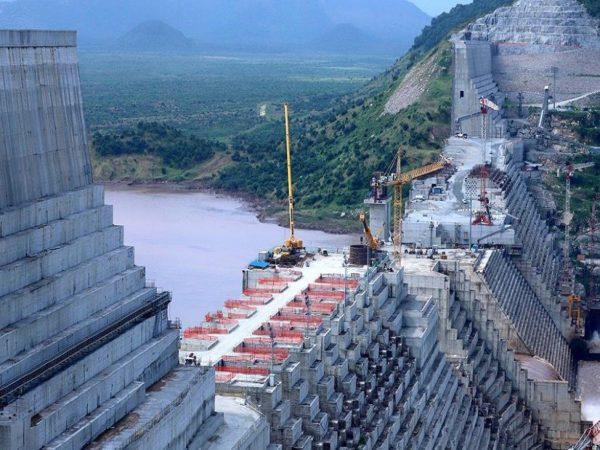 وزير المياه الإثيوبي يعترف ببدء ملء خزان سد النهضة