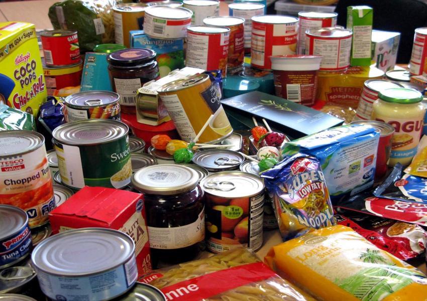 إتلاف طنين من المواد الغذائية المنتهية الصلاحية في الطفيلة