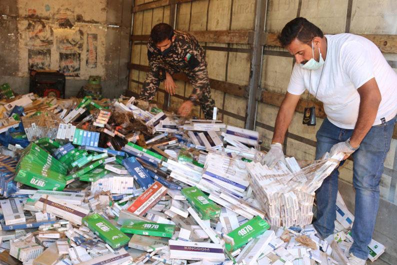 دائرة الجمارك تضبط 250 ألف كروز دخان مهرب في عمان