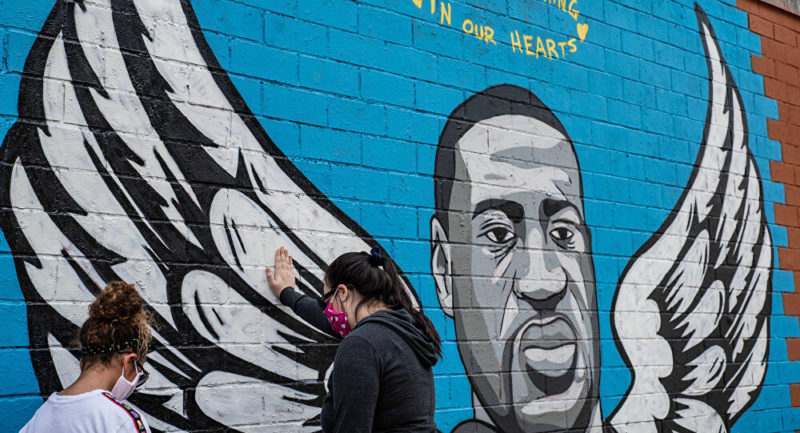 محكمة أميركية تدين الشرطي السابق ديريك شوفين بقتل المواطن الأسود جورج فلويد ، والعقوبة المتوقعة السجن 45 عاما