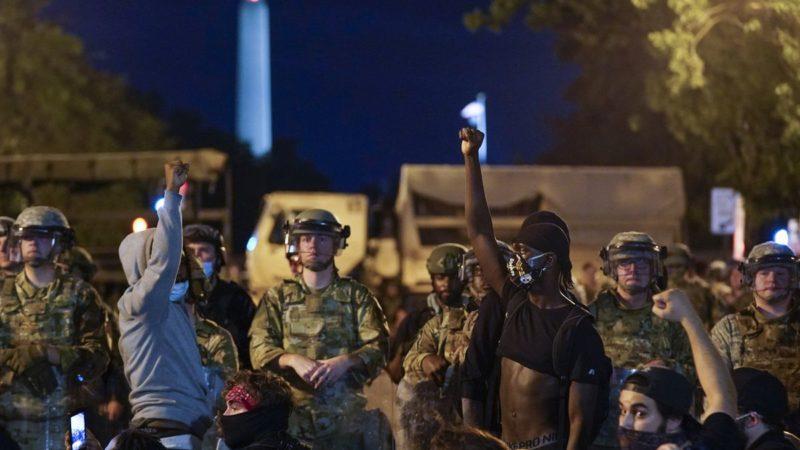 واشنطن بوست: الجيش الامركي يواجه أخطر تهديد منذ حرب فيتنام، وترامب قد يشعل الحرب مع الشعب