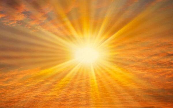 أجواء حارة اعلى من معدلاتها المعتادة بنحو 12-13 درجة اليوم وغدا، وتحذير من خطر التعرض  المباشر لأشعة الشمس