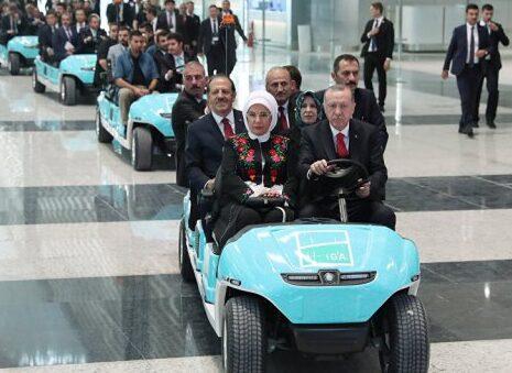 أردوغان يفقد بقية عقله ويهدد بإغلاق منصات التواصل الاجتماعي بعدما تعرضت لبذخ وفساد عائلته